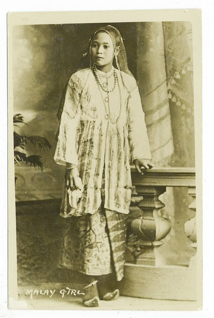 photos of malay women from early 20th century and before